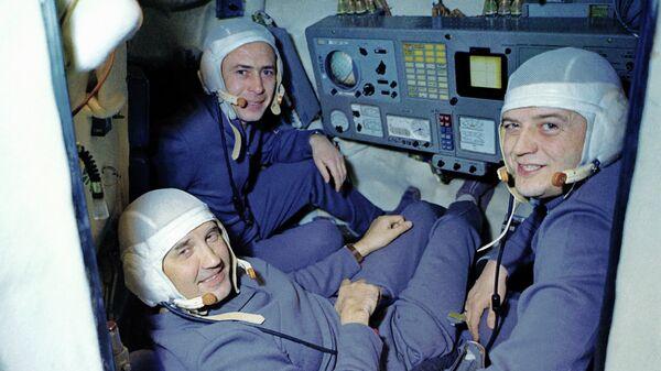 Экипаж космического корабля Союз-11 - Sputnik Таджикистан