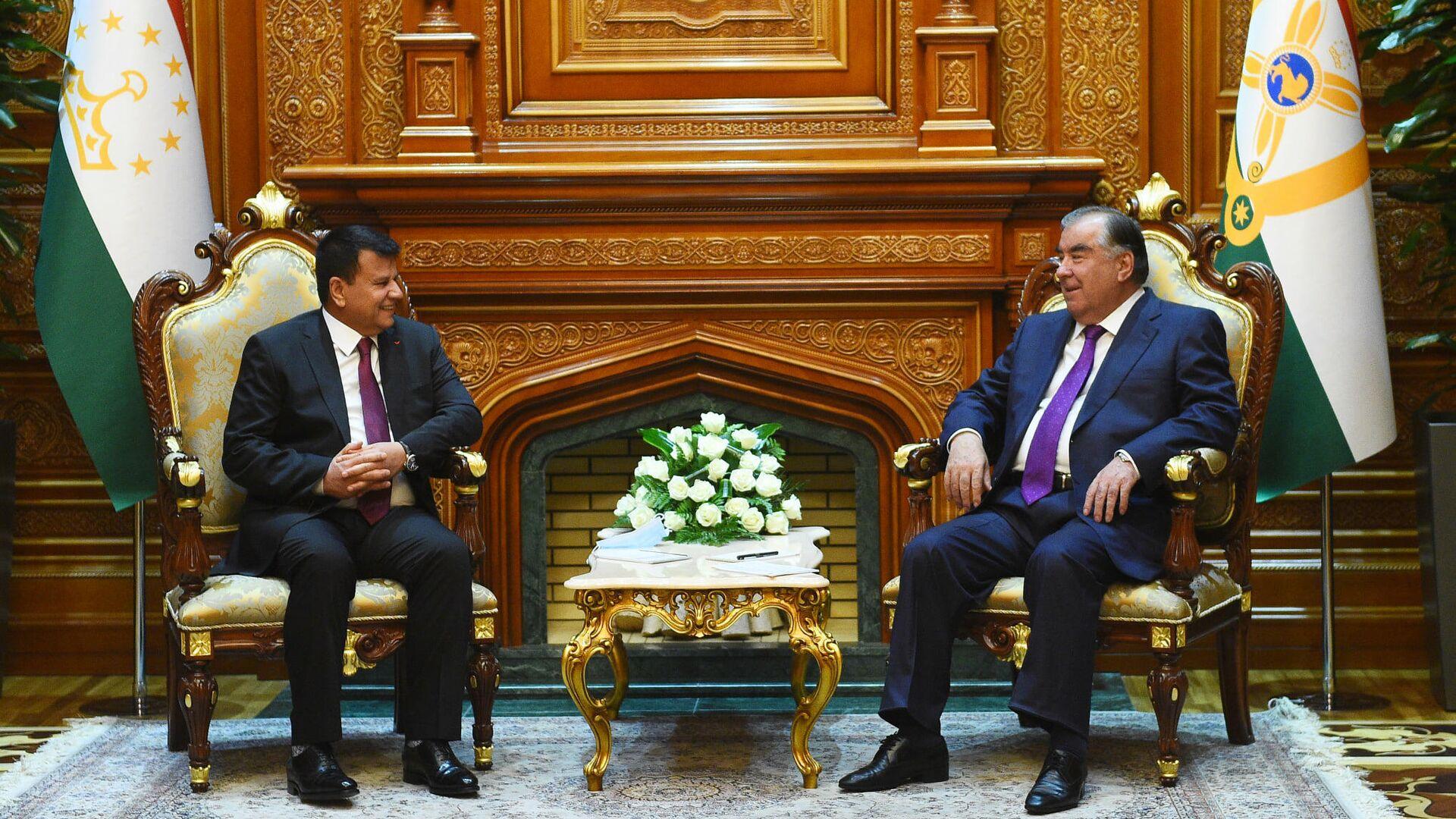 Президент Таджикистана Эмомали Рахмон и Мир Рахмон Рахмони, председатель Маджлиси намояндагон - Sputnik Таджикистан, 1920, 30.06.2021