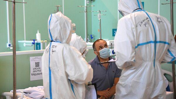 Лечение больных с COVID-19 в резервном госпитале на ВДНХ - Sputnik Тоҷикистон