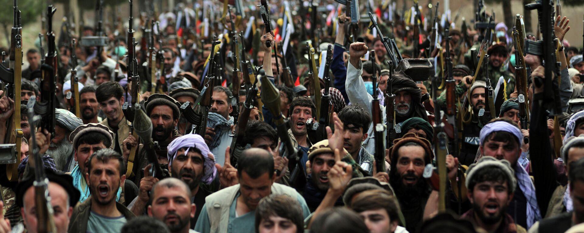 Афганские ополченцы присоединяются к силам обороны Афганистана в Кабуле - Sputnik Тоҷикистон, 1920, 02.08.2021