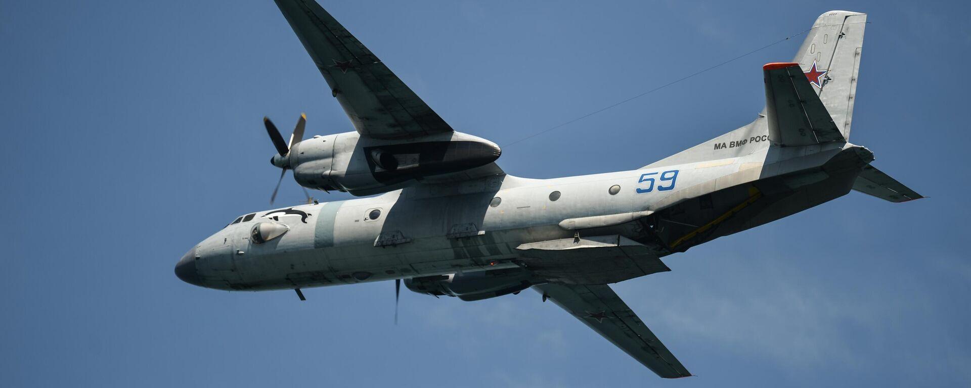 Военно-транспортный самолёт Ан-26 - Sputnik Таджикистан, 1920, 06.07.2021