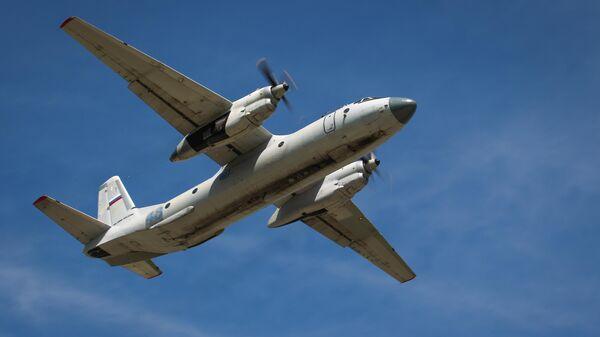 Военно-транспортный самолет Ан-26 - Sputnik Тоҷикистон