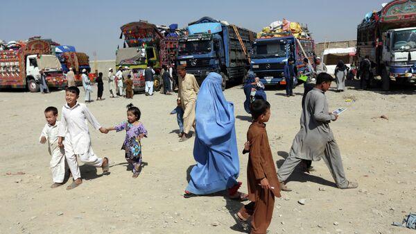 Афганские беженцы на окраине Кабула - Sputnik Тоҷикистон