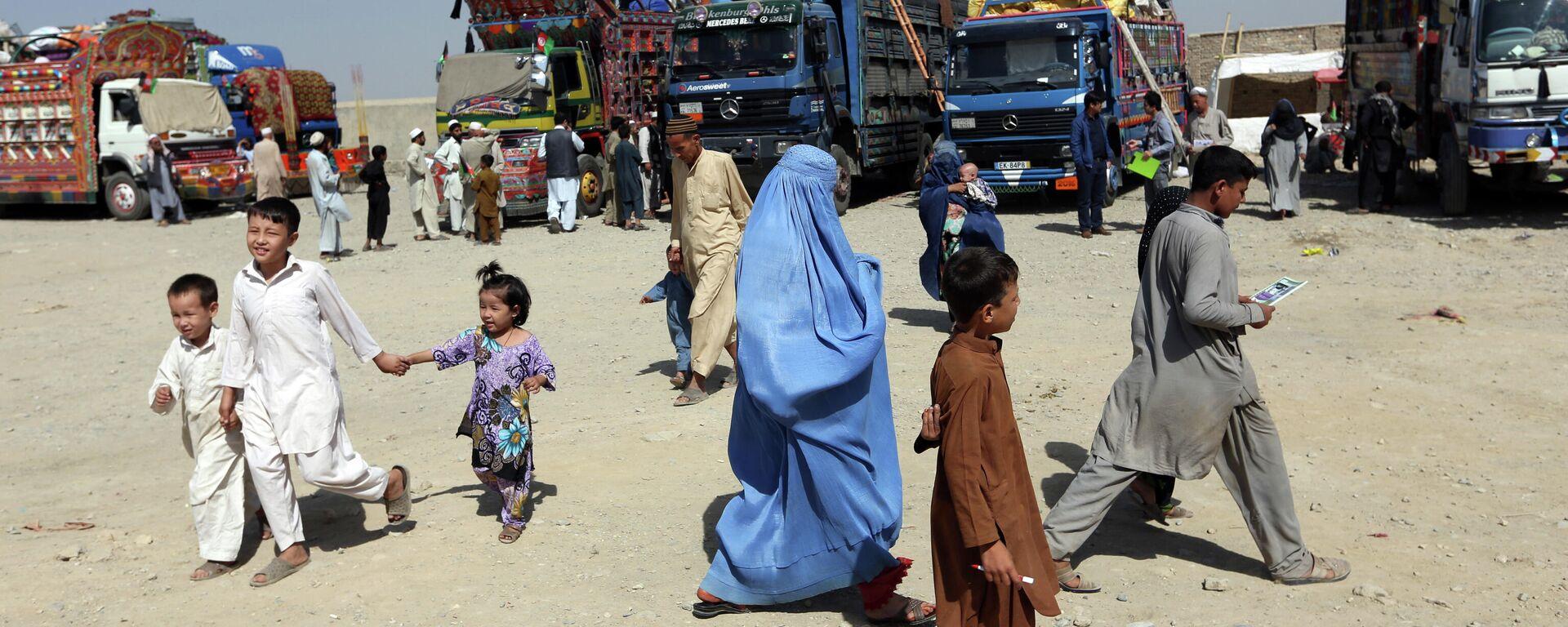 Афганские беженцы на окраине Кабула - Sputnik Таджикистан, 1920, 18.08.2021