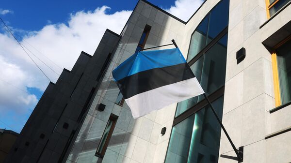 Флаг на здании посольства Эстонии в Москве - Sputnik Таджикистан