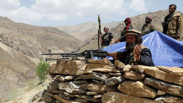 Вооруженные люди, выступающие против восстания талибов - Sputnik Таджикистан