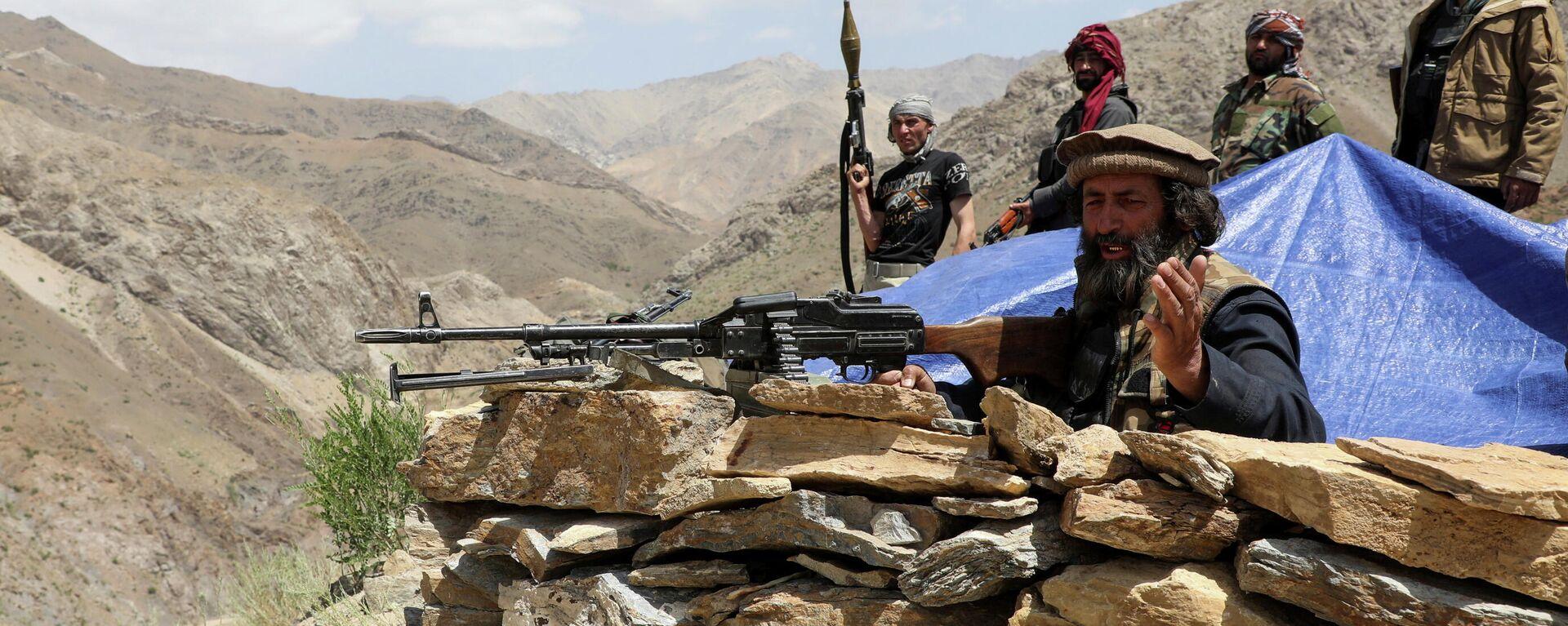 Вооруженные люди, выступающие против восстания талибов - Sputnik Таджикистан, 1920, 08.07.2021