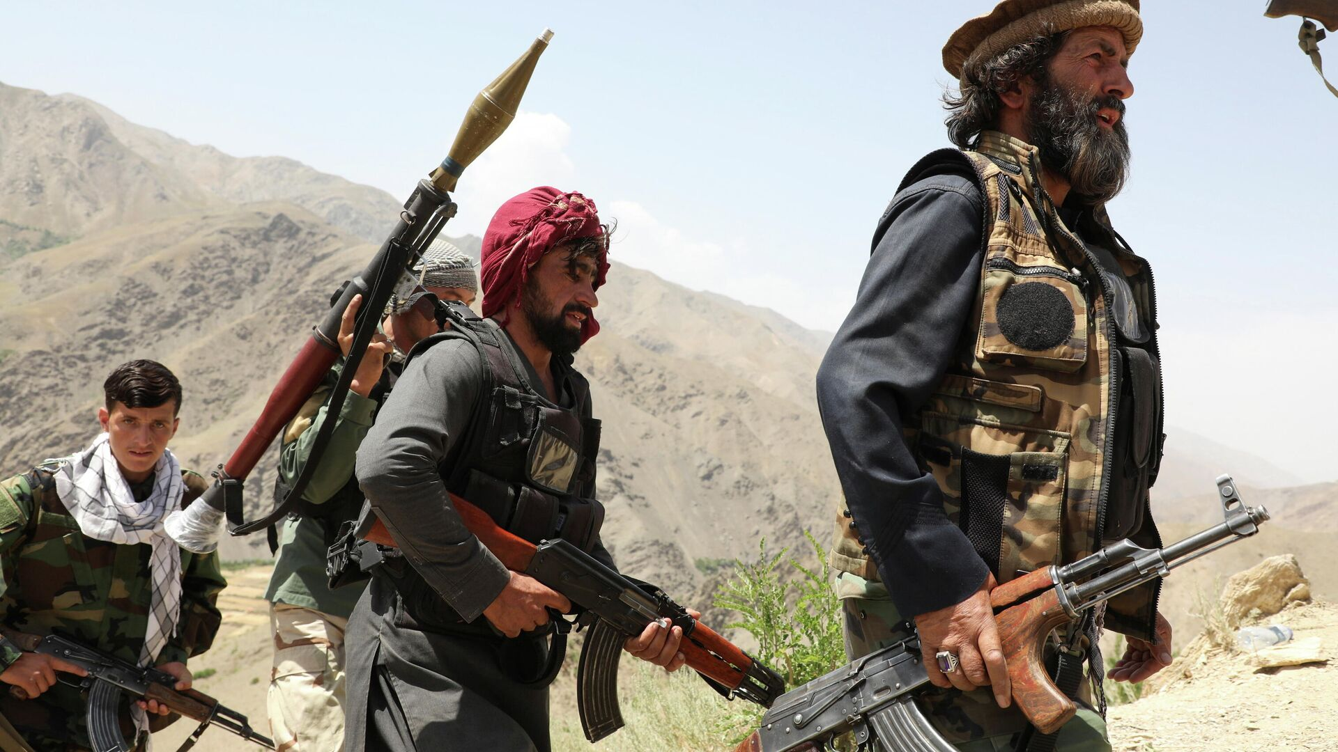 Вооруженные люди, выступающие против восстания талибов - Sputnik Таджикистан, 1920, 31.07.2021