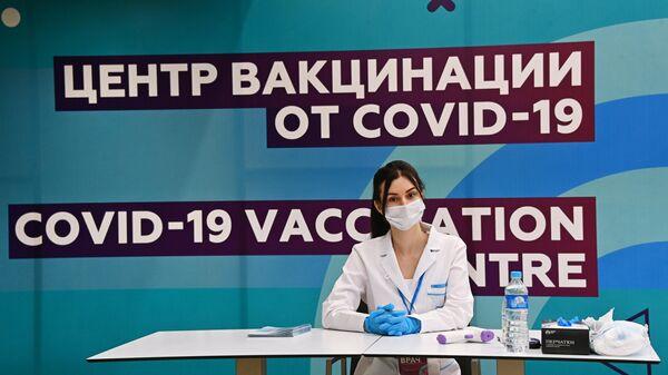 Центр вакцинации на стадионе Лужники - Sputnik Таджикистан