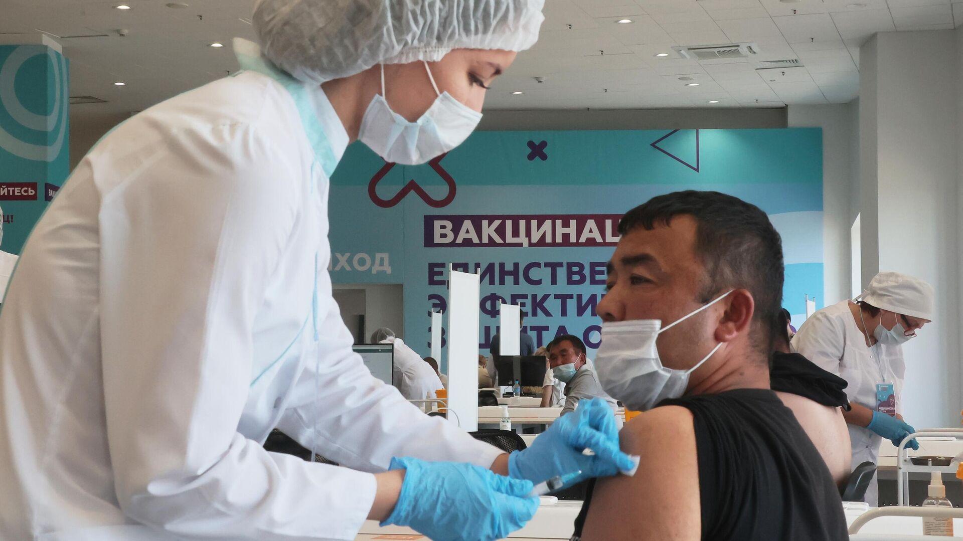 Центр вакцинации от COVID-19 в Лужниках - Sputnik Таджикистан, 1920, 09.07.2021