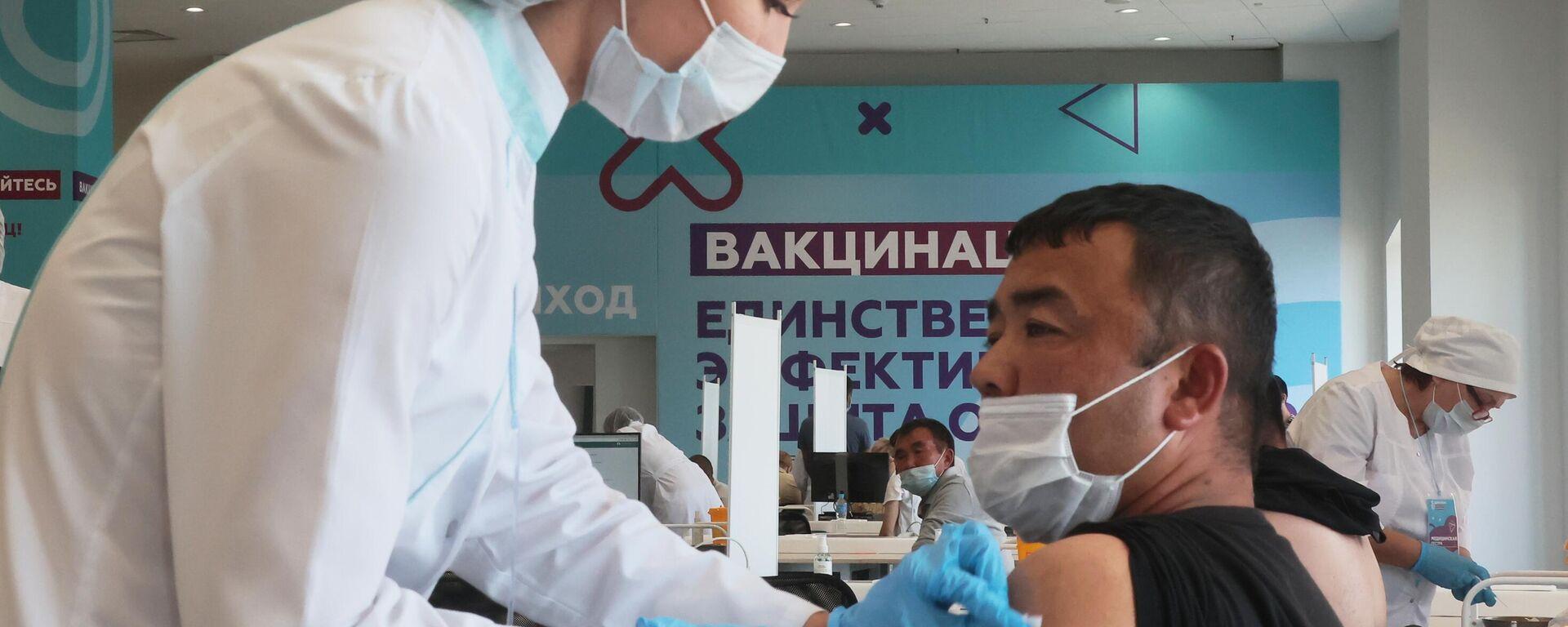 Центр вакцинации от COVID-19 в Лужниках - Sputnik Таджикистан, 1920, 13.08.2021