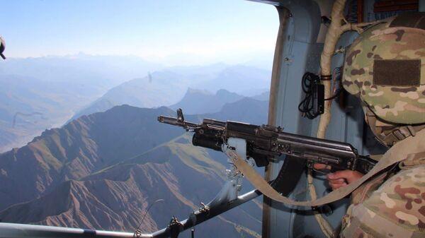 Оперативная группа, возглавляемая начальником Объединенного штаба ОДКБ, посетила участок таджикско-афганской границы - Sputnik Таджикистан