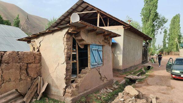По предварительным данным, толчками были разрушены порядка 20 домов. - Sputnik Таджикистан