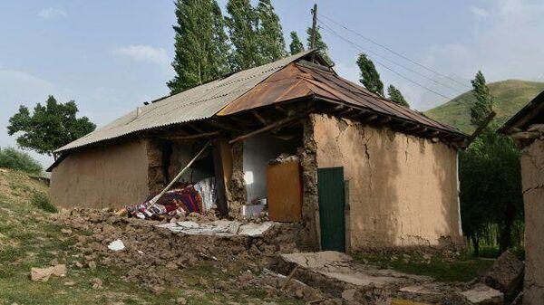 Последствия землетрясения в джамоате Лангари Шох в Таджикистане - Sputnik Таджикистан