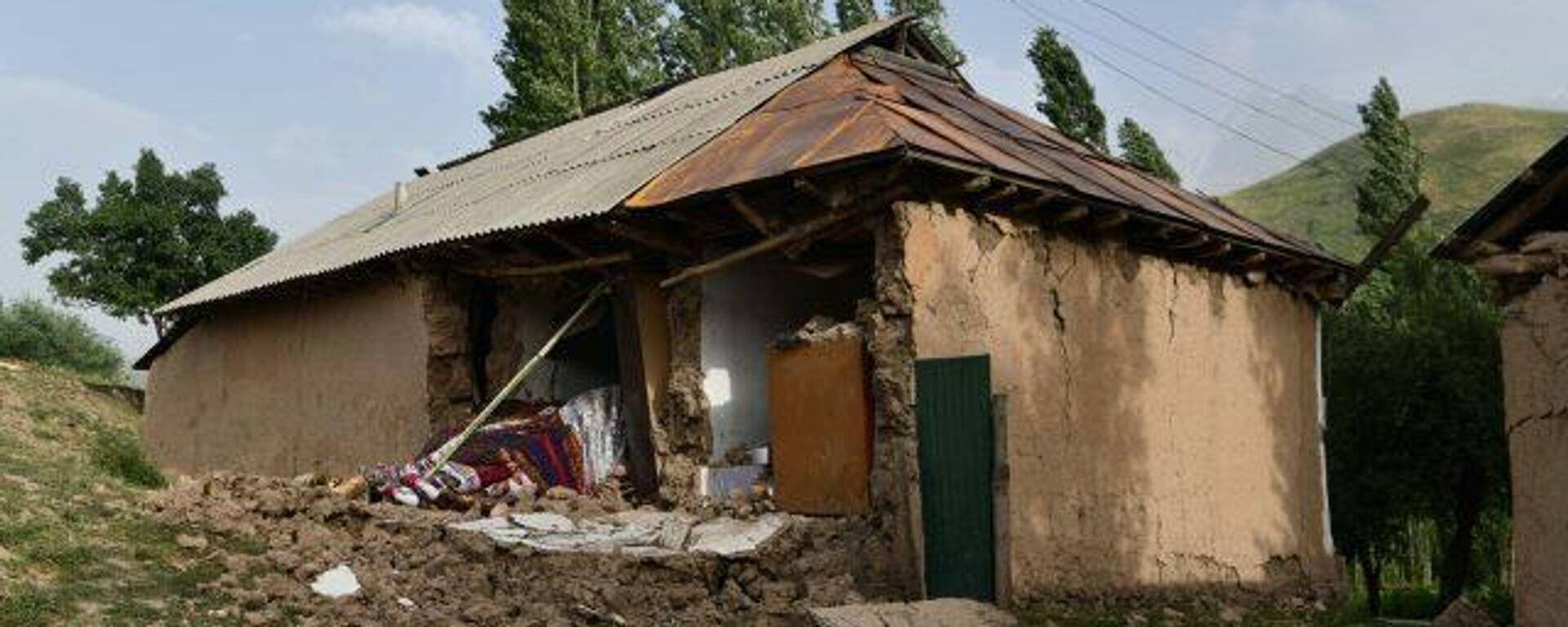 Последствия землетрясения в джамоате Лангари Шох в Таджикистане - Sputnik Таджикистан, 1920, 11.07.2021