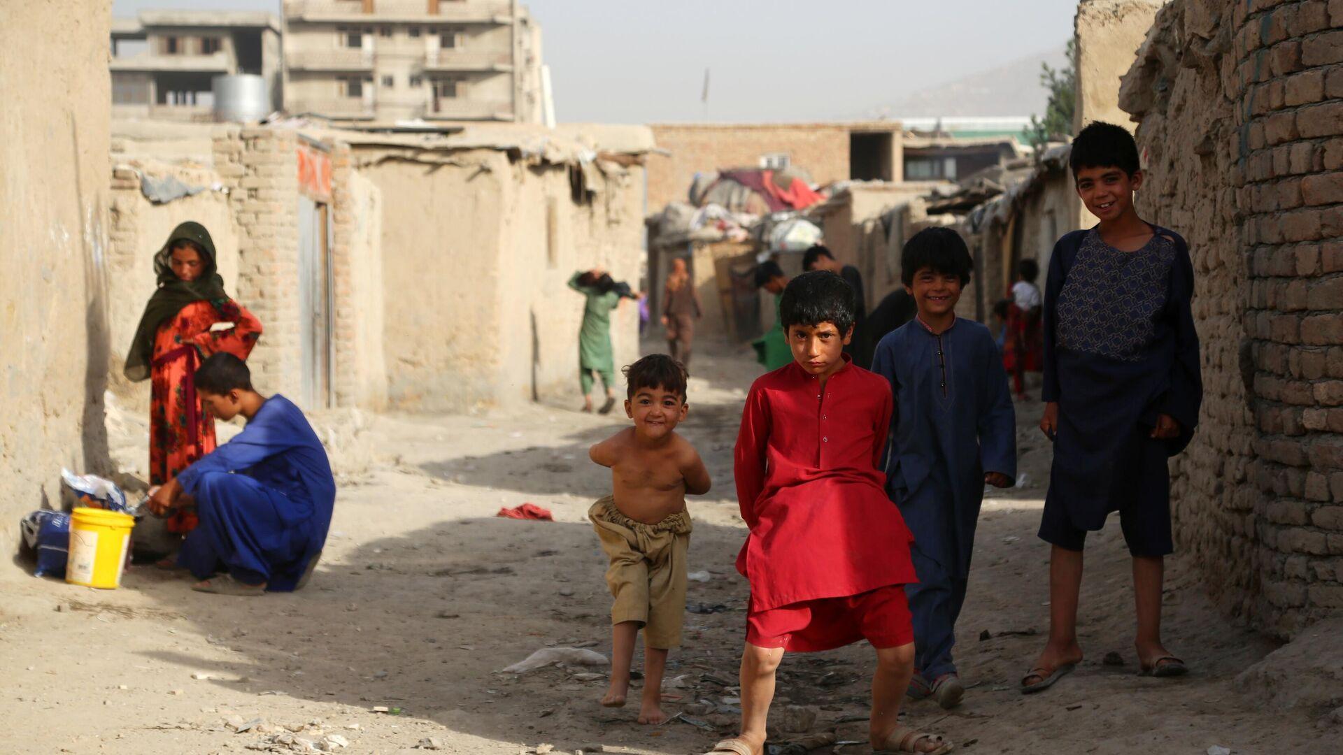 Беженцы из зоны боевых действий в Афганистане - Sputnik Таджикистан, 1920, 09.08.2021