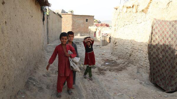 Беженцы из зоны боевых действий в Афганистане - Sputnik Таджикистан