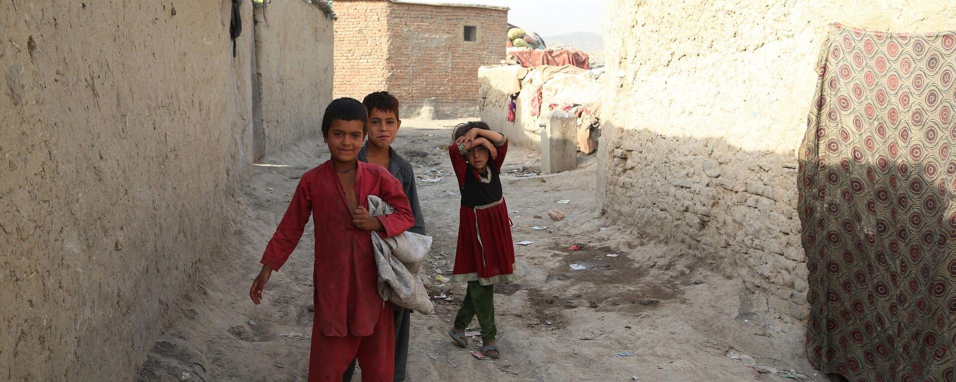 Беженцы из зоны боевых действий в Афганистане - Sputnik Таджикистан, 1920, 19.08.2021