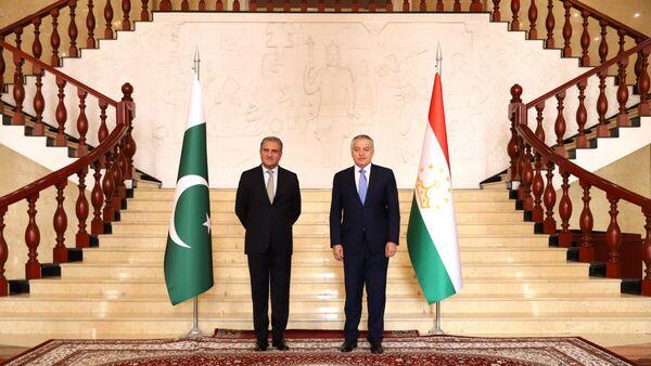 Главы МИД Таджикистана Сироджиддин Мухриддин и Пакистана Махдум Шах Махмуд Курейши - Sputnik Таджикистан
