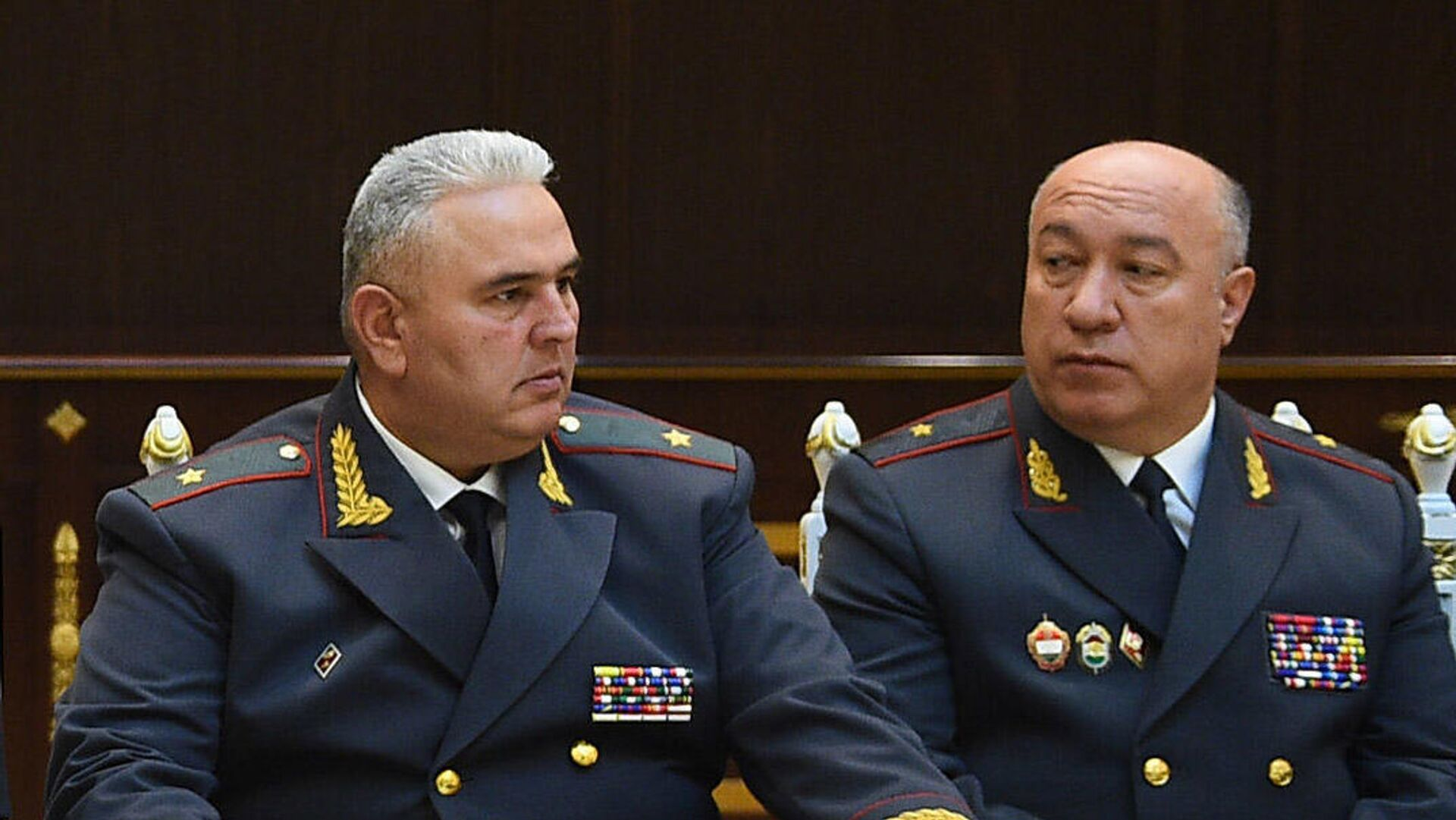 Генерал Нурилло Орифзода (Справа) и генерал Искандарзода Мухаммадшох (слева) - Sputnik Таджикистан, 1920, 13.07.2021