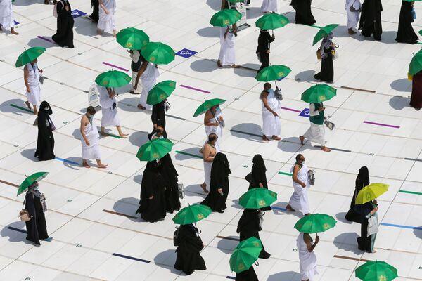 В Хадже в 2021-м могут принять участие только местные жители либо  мусульмане-иностранцы, проживающие на территории Саудовской Аравии. - Sputnik Таджикистан