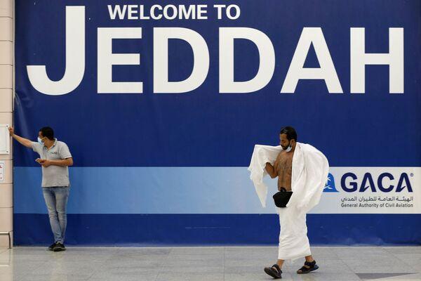 Власти Саудовской Аравии надеются, что благодаря антикоронавирусным мерам в течение пяти дней хаджа удастся избежать вспышки заболеваний, как это удалось в 2020 году. - Sputnik Таджикистан