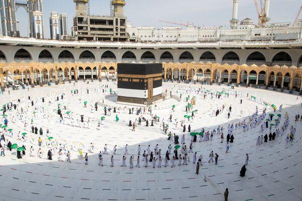 Хадж в Мекку, где находится основная святыня ислама - Кааба, в соответствии с постулатами ислама, раз в жизни должен совершить каждый правоверный мусульманин. - Sputnik Таджикистан
