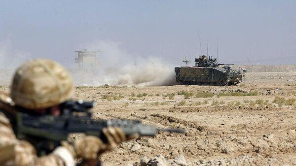 Солдаты патрулируют территорию - Sputnik Таджикистан