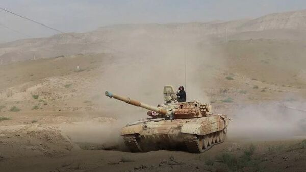 Российские танкисты в Таджикистане совершили марш у границ Афганистана - Sputnik Тоҷикистон