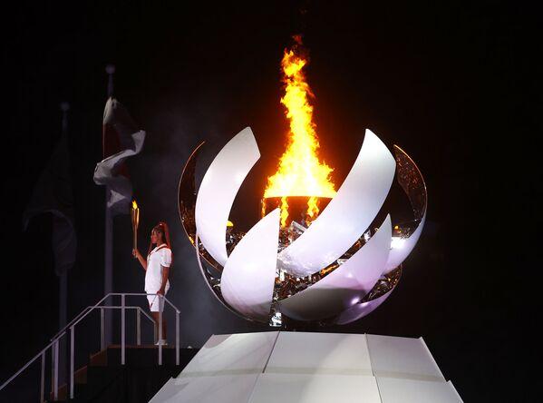 Теннисистка Наоми Осака зажгла олимпийский огонь. - Sputnik Таджикистан