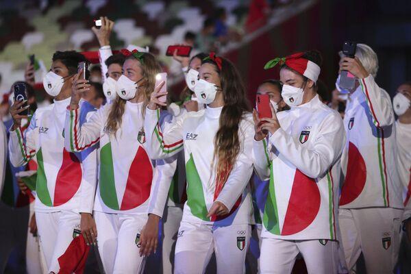 Итальянские спортсмены снимают шоу. - Sputnik Таджикистан