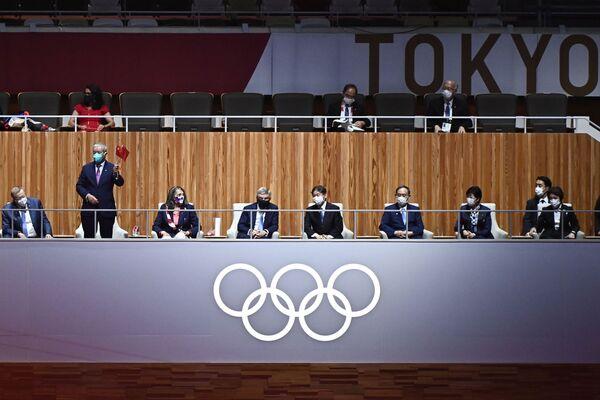На церемонии также присутствовали президент Международного олимпийского комитета Томас Бах и император Японии Нарухито. - Sputnik Таджикистан
