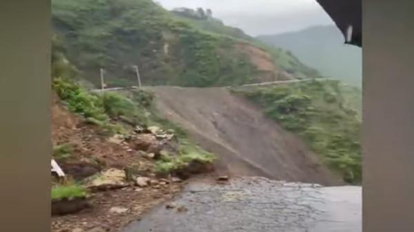 В Индии из-за оползня обрушилась часть горной дороги - Sputnik Тоҷикистон