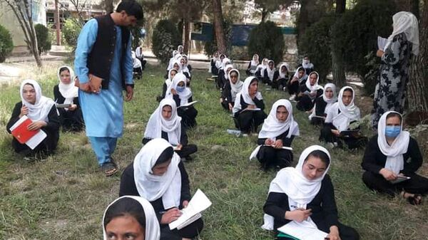 Сдача экзаменов в школах Бадахшана на территориях, подконтрольных правительству и Талибану - Sputnik Тоҷикистон
