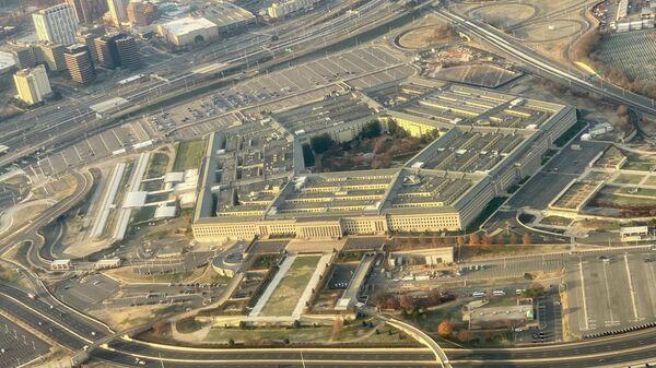 Пентагон, штаб-квартира Министерства обороны США, расположенный в округе Арлингтон, через реку Потомак от Вашингтона, округ Колумбия - Sputnik Таджикистан