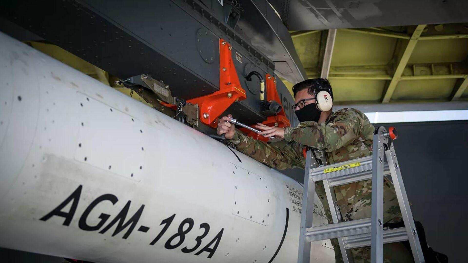 Испытания гиперзвуковой крылатой ракеты AGM-183A Air-Launched Rapid Response Weapon (ARRW) - Sputnik Таджикистан, 1920, 04.08.2021