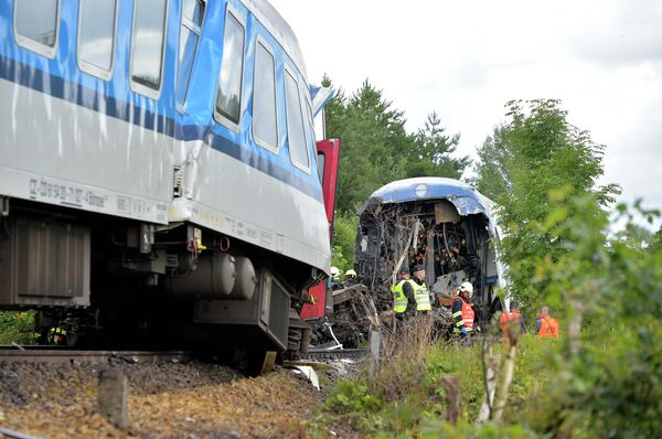 Утром 4 июля на юго-западе Чехии произошло лобовое столкновение экспресса Мюнхен - Прага и чешского пассажирского поезда. - Sputnik Таджикистан