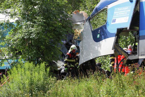 """Один из поездов, попавших в аварию, - Ex-351 (""""Западный экспресс""""), следовавший из города Пльзень (Западная Чехия) в Мюнхен. - Sputnik Таджикистан"""