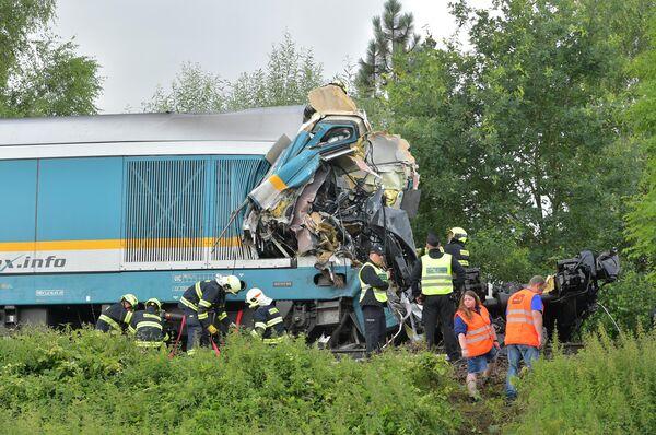 Кабины поездов при ударе разворотило: оба машиниста погибли. - Sputnik Таджикистан