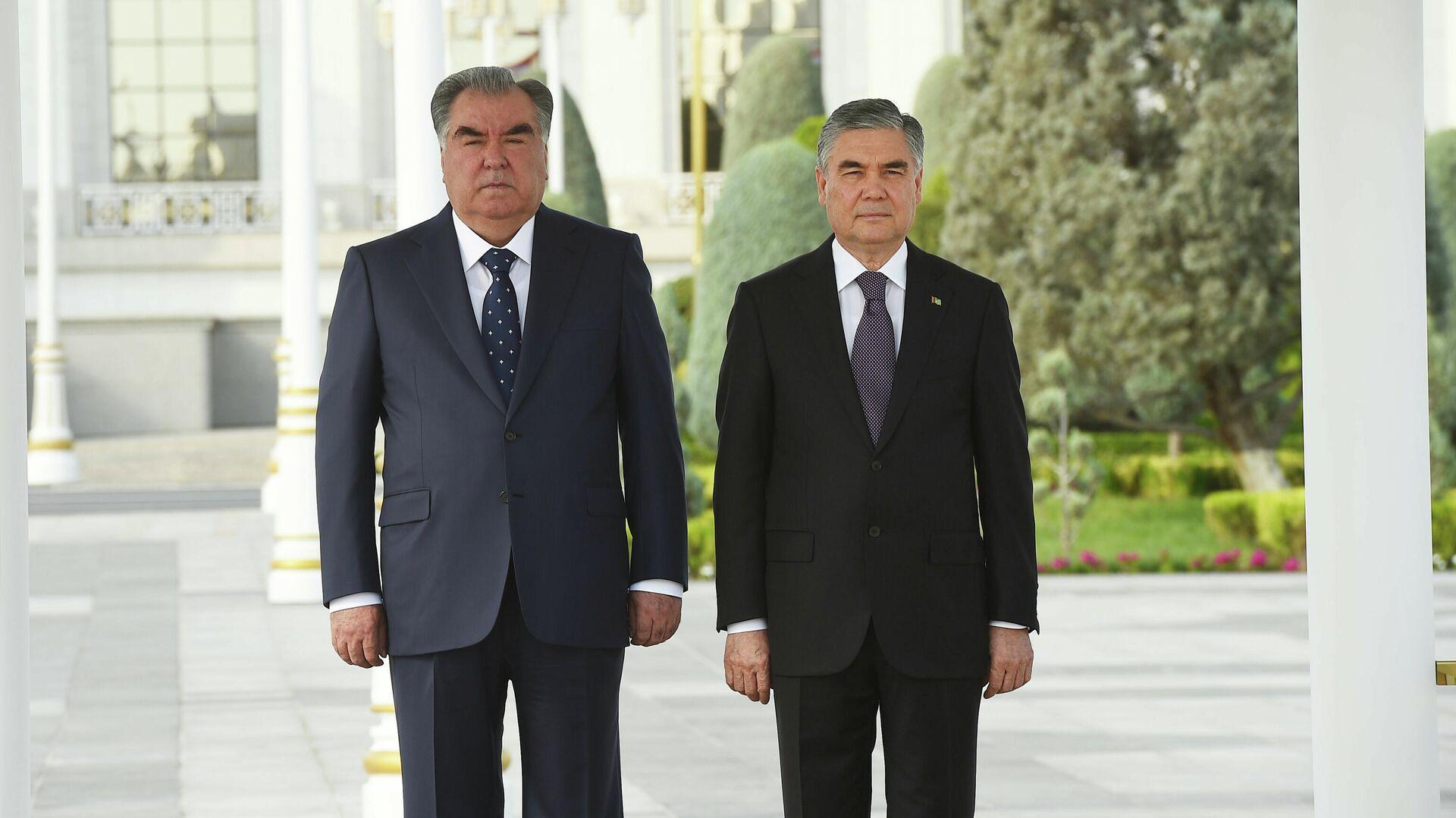 Эмомали Рахмон президент Таджикистана, и Гурбангулы Бердымухамедов президент Туркменистана - Sputnik Таджикистан, 1920, 17.09.2021
