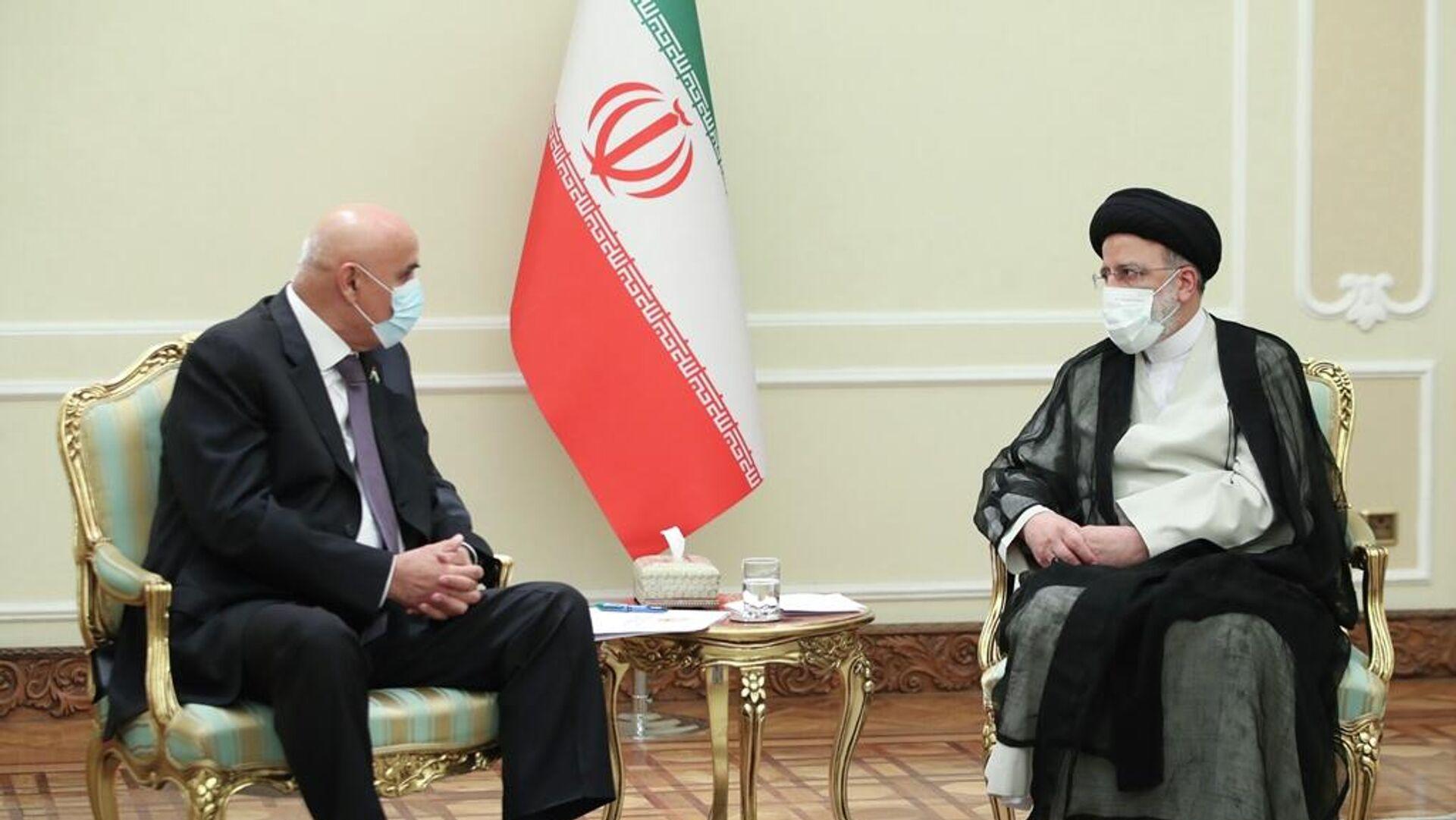 Спикер нижней палаты Парламента Таджикистана Махмадтоир Зокирзода и президент Ирана Ибрахим Раиси - Sputnik Таджикистан, 1920, 05.08.2021