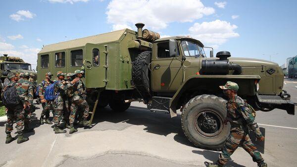 Военнослужащие вооруженных сил Индии примут участие в российско-индийских учениях Индра-2021 - Sputnik Таджикистан