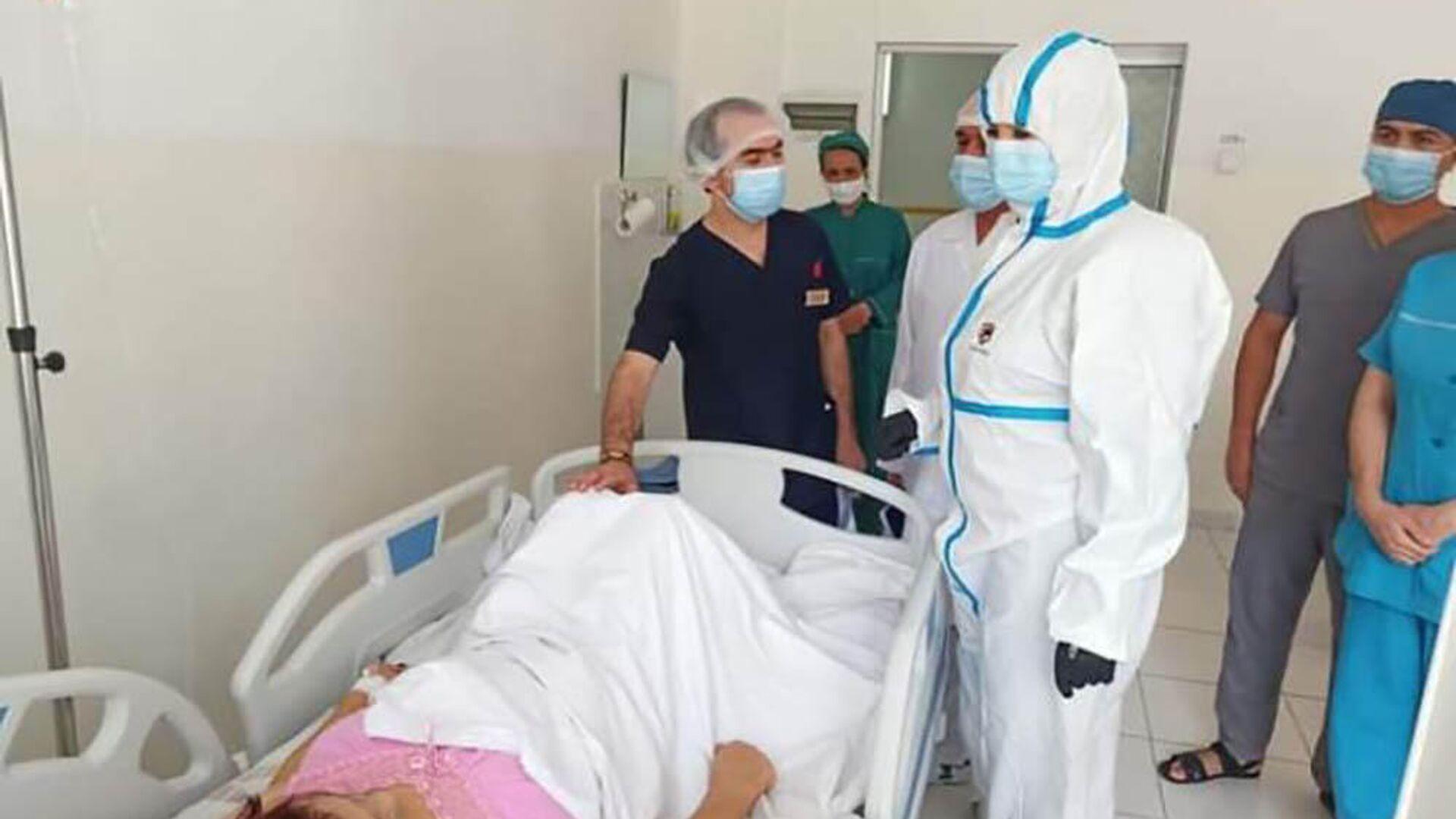 Заместитель министра здравоохранения и социальной защиты населения Республики Таджикистан Зульфия Абдусамадзода посетила городской медицинский центр - Sputnik Таджикистан, 1920, 06.08.2021