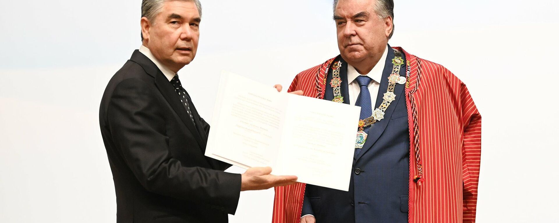 Почетная медаль глав государств Центральной Азии была вручена Президенту Республики Таджикистан Эмомали Рахмону - Sputnik Тоҷикистон, 1920, 06.08.2021