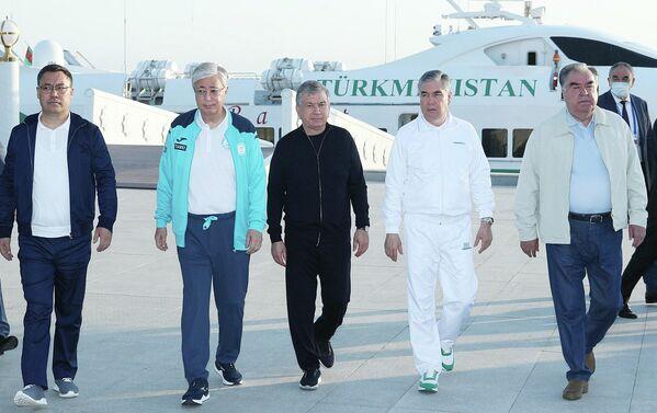 Президенты ознакомились с туристическими возможностями района Аваза города Туркменбаши. - Sputnik Таджикистан