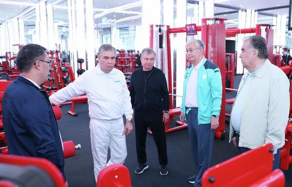 После лидеры стран осмотрели спортивные сооружения. - Sputnik Таджикистан