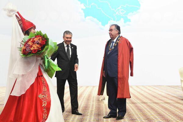 Рахмон стал первым кавалером Почетного знака глав государств Центральной Азии. - Sputnik Таджикистан