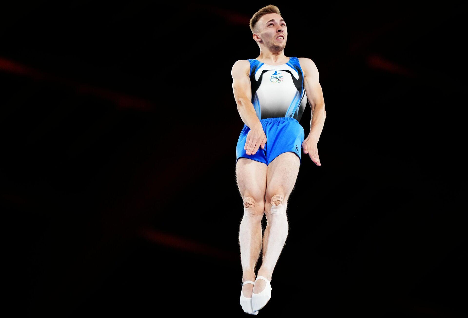 Иван Литвинович (Белоруссия) выступает в финальных соревнованиях в индивидуальных прыжках - Sputnik Таджикистан, 1920, 09.08.2021