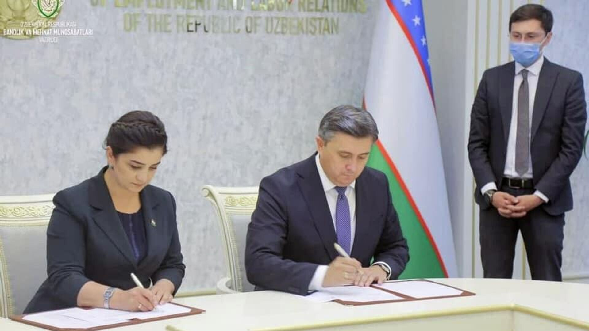 Минтруд Таджикистана и Узбекистана подписали 2 соглашения - Sputnik Тоҷикистон, 1920, 10.08.2021
