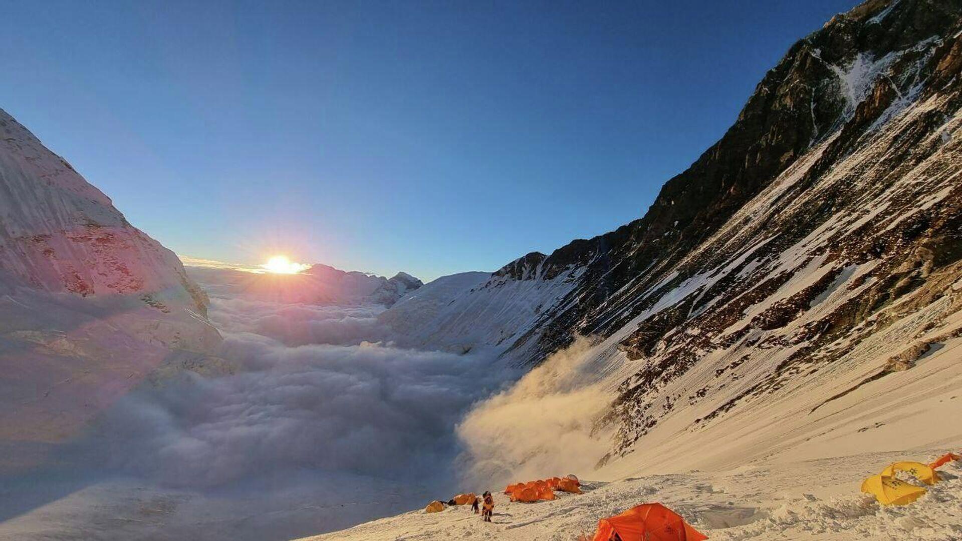 Альп лагерь в районе горы Эверест - Sputnik Таджикистан, 1920, 11.08.2021